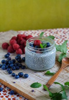 Wegan Nerd - Kuchnia roślinna : SŁODKI PUDDING Z CHIA. PRZEPIS PODSTAWOWY What's For Breakfast, Chia Pudding, Food Photo, Food To Make, Healthy Living, Beverages, Nerd, Cooking, Sweet