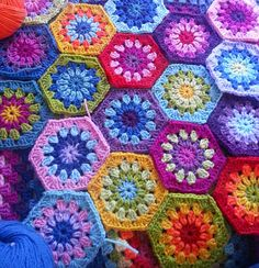 Ravelry: Crochet starburst hexagon. Free pattern by Jenni Ford.  Wish I could select my colors this well.