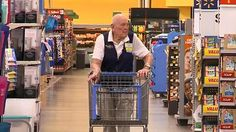 Man Works at Walmart for Three Decades But Why He Started is What's Really Surprising Loren Wade has been working at the Walmart in Winfield, Kansas for 30 years. Veterans Images, Us Veterans, World War Two, Old World, Old Folks, Motivational Stories, History Online, Old Men, Year Old