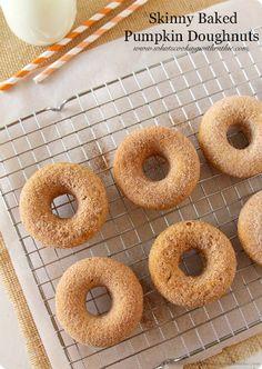 Skinny Baked Pumpkin Doughnuts #thehouseofsmiths #doughnutsrecipe #pumpkindoughnuts #dessert #recipe