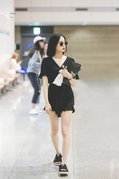 yeeun fashion | ♡ Fashion Idol, Kpop Fashion, Korean Fashion, Girl Fashion, Fashion Outfits, Womens Fashion, Airport Fashion, Kpop Outfits, Korean Outfits