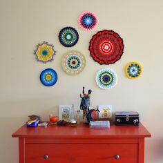 crochet mandala wall art - how to Crochet Wall Art, Crochet Wall Hangings, Crochet Home, Crochet Motif, Mandala Crochet, Mandala Drawing, Mandala Art, Wal Art, Wall Decor