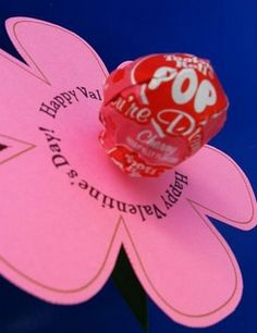 Fun Valentine craft for kids: Valentine Tootsie Pop Flower Valentine Crafts For Kids, Homemade Valentines, Valentines Day Treats, Be My Valentine, Valentine Gifts, Valentine Ideas, Valentine Flowers, Printable Valentine, Valentine Wreath