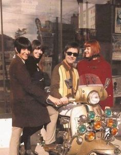 The effect of having a Mod scooter Vespa S, Vespa Girl, Vespa Lambretta, Retro Scooter, Scooter Bike, Sixties Fashion, Mod Fashion, Skinhead Girl, Mod Look