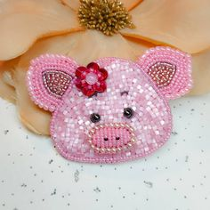 Pig Crafts, Bead Crafts, Jewelry Crafts, Diy And Crafts, Bead Embroidery Jewelry, Beaded Jewelry Patterns, Beaded Embroidery, Beaded Brooch, Beaded Animals