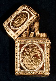 18th c. French Nécessaire. Gold, enamel, tortoise shell, brilliants.