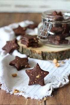 Vegan cocoa, hazelnut and bitter orange biscuits. Tasty and crunchy, so yummy! #vegansweets #healthyfood #healthysweets #biscuits