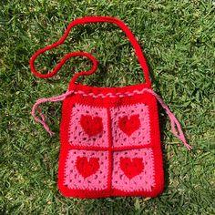 Diy Crochet Bag, Easy Crochet Hat, Crochet Bee, Crochet Amigurumi Free Patterns, Cute Crochet, Crochet Crafts, Crochet Clothes, Crochet Projects, Crochet Granny