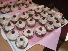 Meggyes muffin mascarpone krémmel - Gyümölcsös muffin Muffin, Breakfast, Food, Cakes, Mascarpone, Meal, Eten, Cake, Meals