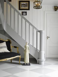 Mal den gamle trappen, den blir som ny for – Happy Homes Norge Entry Stairs, Entrance, House, Inspiration, Home Decor, Design, Discovery, Interiors, Colors