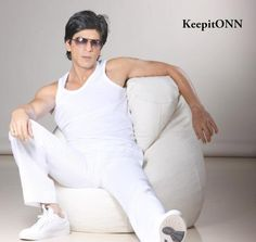 @Omg SRK #SRK  in support for #ONN sexiest man in the world >>>> #ONNSRK @OnnPremiumInner pic.twitter.com/L04pu4yUDk