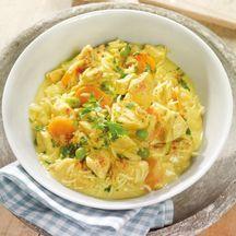 Hähnchen-Curry-Topf mit Reis den Reis extra kochen, das Gericht am besten vorbereiten und dann erwärmen, dann sind die Gewürze gut ins Fleisch eingezogen