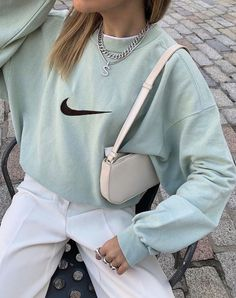 The Effective Pictures We Offer You About trendy outfits winter A quality picture can tell you many Aesthetic Fashion, Look Fashion, 90s Fashion, Aesthetic Clothes, Fashion Outfits, Aesthetic Outfit, Aesthetic Vintage, Trendy Fashion, Winter Fashion