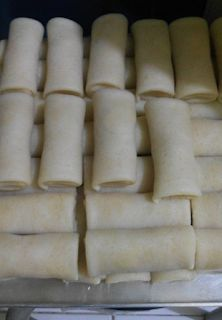 Cara Membuat Kulit Risol Mulus Appetizer Recipes, Snack Recipes, Dessert Recipes, Cooking Recipes, Malay Food, Indonesian Cuisine, Indonesian Recipes, Singapore Food, Traditional Cakes