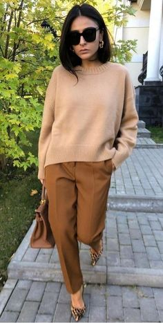 49 Fall Stylish Outfits To Inspire Everyone outfit fashion casualoutfit fashiontrends Source by 2020 fashion outfits Business Casual Sweater, Trajes Business Casual, Business Outfit, Business Casual Outfits, Casual Sweaters, 20s Fashion, Work Fashion, Modest Fashion, Autumn Fashion