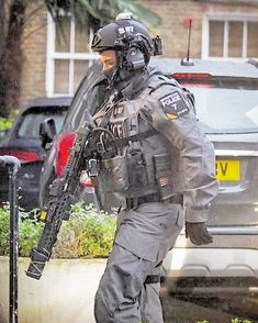 Metropolitan SCO19 CTSFO (Counter Terrorist Specialist Firearms Officer). - - - Source: Daily Mail. - - - Partners: @metpolice.uk_photos… Uk Arms, Military Costumes, Uk Photos, Public Service, Special Forces, Firearms, Daily Mail, Motorcycle Jacket, Police