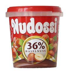 """Nudossi ist für viele das """"Ost-Nutella"""". Noch heute versüßt es vor allem ostdeutsche Frühstücksbrödchen und hat sogar deutlich mehr Haselnüsse als Nutella."""