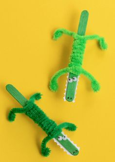 Stick Crocodile Craft - Easy Peasy and Fun Craft Stick Crocodile Craft - cutest crocodile I've seen, if crocodiles can be cute! :)Craft Stick Crocodile Craft - cutest crocodile I've seen, if crocodiles can be cute! Animal Crafts For Kids, Crafts For Kids To Make, Toddler Crafts, Preschool Animal Crafts, Kids Diy, Arts And Crafts For Kids Toddlers, Jungle Crafts, Busy Kids, Zoo Animals For Kids