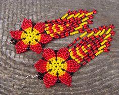 Beaded fantasies of Svetlana Nosacheva design you need de Svetolia Seed Bead Earrings, Flower Earrings, Beaded Earrings, Crochet Earrings, Beaded Flowers Patterns, Beading Patterns, Bead Loom Designs, Ethnic Jewelry, Loom Beading