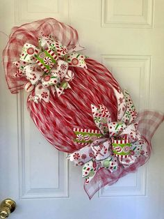 Diy christmas wreaths 158470480626110785 - 100 Best DIY Christmas Wreath Ideas That Effortlessly Blends Style and Traditions – Hike n Dip Source by srirupmazumdar Christmas Mesh Wreaths, Christmas Door Decorations, Christmas Centerpieces, Christmas Ornaments, Winter Wreaths, Spring Wreaths, Summer Wreath, Candy Centerpieces, Wreath Crafts