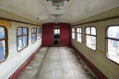 Vnútro: Rušeň bez sedadiel počas rekonštrukcie. | Nový Čas Bratislava, Arches, Stairs, Home Decor, Fotografia, Bows, Ladders, Homemade Home Decor, Stairway