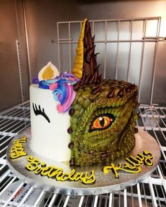Half unicorn, half dragon buttercream cake More memes, funny videos and pics on Dragon Birthday Cakes, Half Birthday Cakes, Dragon Cakes, Birthday Cake For Twins, Joint Birthday Parties, Girl Birthday, Bolo Clash Royale, Twins Cake, Dinosaur Cake