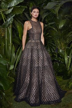 http://www.style.com/slideshows/fashion-shows/resort-2016/naeem-khan/collection/4