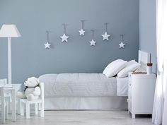 Light grey and white kidsroom | stars on the wall !