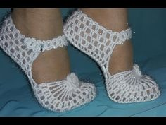 Bridal Boots Knitting su How-To Ready Booties on the base model . Crochet Sandals, Crochet Boots, Crochet Slippers, Diy Crochet, Crochet Clothes, Crochet Designs, Crochet Patterns, Crochet Slipper Pattern, Crochet Videos