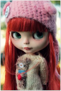 blythe, i love her sweater....mommmm!!!!