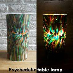 Psychedelische tafellamp van gerecycled plastic. Lamp gemaakt voor mijn werk en is demontabel. Het plastic wordt versnipperd en in een speciale oven gesmolten tot een plastic plaat.  #Knutselfie #upcycle #upcycled #recycled #lamp #decoratie #decoration #verlichting #lighting #psychedelic #universe