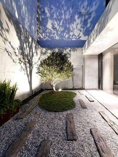courtyard garden Design Inspiration Garten im Innenhof Design Inspiration - The Architects D Terrace Garden Design, Courtyard Design, Courtyard Gardens, Atrium Garden, Terraced Garden, Modern Courtyard, Zen Gardens, Patio Design, Modern Landscaping