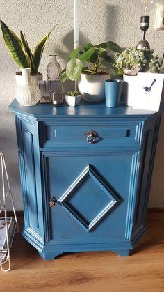 Blauwe krijtverf met oudzilvere wax  .  www.boodstyling.nl