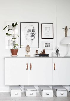 Your home needs a calm harmonious piece to balance the entire look! What about a white sideboard? White Sideboard Buffet, Sideboard Decor, Pretty Things, Scandinavian Home Interiors, Interior Styling, Interior Design, Bright Homes, Style Deco, Living Room Inspiration