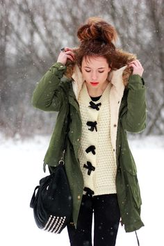 I love the bow sweater.the green parka is nice too. Fashion D, Fashion Outfits, Womens Fashion, Winter Chic, Autumn Winter Fashion, Fall Winter, Winter Outfits, Casual Outfits, Green Parka