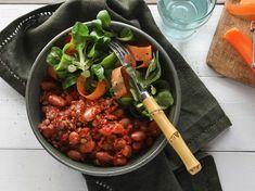 Färs- och böngryta med hoisinsmak | Recept från Köket.se Ratatouille, Chana Masala, Sausage, Vegetarian Recipes, Veggies, Food And Drink, Pasta, Chicken, Ethnic Recipes