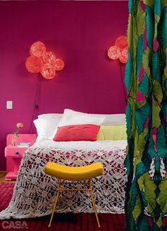 Pra quem ama o colorido, até no quarto de casal é válido. \o/