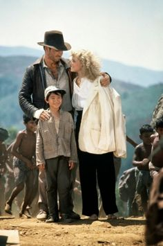 A gallery of Indiana Jones and the Temple of Doom publicity stills and other photos. Featuring Harrison Ford, Kate Capshaw, Jonathan Ke Quan, Steven Spielberg and others. Indiana Jones 2, Indiana Jones Costume, Harrison Ford Indiana Jones, Doom Movie, 1984 Movie, I Movie, Henry Jones Jr, Kate Capshaw, Films Cinema
