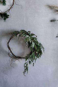 Natural Christmas, Simple Christmas, Beautiful Christmas, Christmas Holidays, Christmas Crafts, Christmas Decorations, Navidad Natural, Minimalist Christmas, Wreath Tutorial