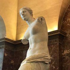 Venus de Milo Louvre museum Paris #louvre #louvremuseum #louvreparis #louvremusee #paris #france #art #museums #museum #museumlife #travel #traveling #instapic #instapics #nofilters #nofiltres #iphone7plus #france #venus #venusdemilo