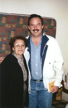 Mama y el primo Carlitos en el departamento de Esmeralda