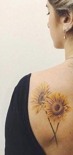 Beautiful Back Sunflower Tattoo Ideas for Women - Colorful Realistic Vintage Flo. - Beautiful Back Sunflower Tattoo Ideas for Women – Colorful Realistic Vintage Flower Shoulder Tat - Sunflower Tattoo Meaning, Sunflower Tattoo Simple, Sunflower Tattoo Shoulder, Sunflower Tattoos, Sunflower Tattoo Design, Sunflower Flower, Side Tattoos, Wolf Tattoos, Trendy Tattoos