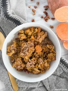 Sweet Potato Casserole Baked Oatmeal is a great way to have your favorite Thanksgiving side as a nutrient packed breakfast. Sweet Potato Dishes, Mashed Sweet Potatoes, Sweet Potato Casserole, Dog Food Recipes, Vegetarian Recipes, Cooking Recipes, Healthy Recipes, Healthy Breakfasts, Breakfast Dessert