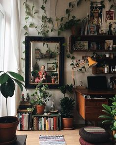 Best Retro home decor ideas - Super Elegant retro plans. retro home decor ideas plants wonderful tip number 1681206313 shared on this day 20190518 Retro Home Decor, Home Office Decor, Office Ideas, Office Designs, Office Table, My New Room, My Room, Dorm Room, Aesthetic Bedroom