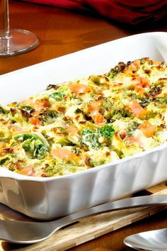 Wirsing-Lachs-Auflauf In this savoy salmon casserole vegetable and fish lovers come at their expense Vegetarian Crockpot Recipes, Healthy Crockpot Recipes, Healthy Dinner Recipes, Salmon Casserole, Evening Meals, The Best, Easy Meals, Stuffed Peppers, Muscle Building