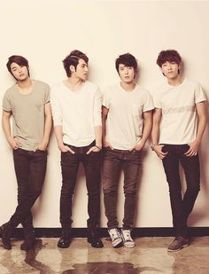 CNBlue - this pic looks normal until you remember that Jungshin is much taller than everyone else...
