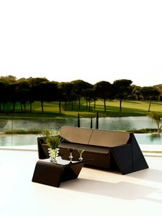Vondom Rest Collection has simply forms, pure lines and contemporary design which are the concepts that sum up one of the latest outdoor furniture collections designed by Studio A-cero. Outdoor Lounge, Outdoor Living, Outdoor Decor, Design Shop, Sofa Furniture, Outdoor Furniture, New Kitchen Doors, Plastic Design, Blinds For Windows