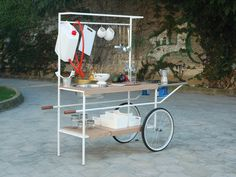 Q-Cina is a mobile kitchen made for the street-food and for culinary events (public and private). The design has been inspired by street-food kiosk but it is carried out in an modern style and ready to be used outdoor. by MoMAng (Italy) Mobile Kiosk, Mobile Shop, Market Stands, Mobile Stand, Tailgate Bench, Coffee Carts, Food Stands, Pop Up Shops, Retail Design