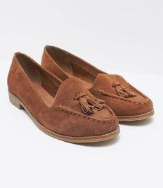 Sapatilha feminina  Material: Camurça   Marca: Satinato     COLEÇÃO VERÃO 2017     Veja outras opções de    sapatilhas femininas.        Sobre a marca Satinato     A Satinato possui uma coleção de sapatos, bolsas e acessórios cheios de tendências de moda. 90% dos seus produtos são em couro. A principal característica dos Sapatos Santinato são o conforto, moda e qualidade! Com diferentes opções e estilos de sapatos, bolsas e acessórios. A Satinato também oferece para as mulheres tudo que há…