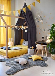 Set up and design a nursery in yellow- Kinderzimmer in Gelb einrichten & gestalten Set up and design a nursery in yellow - Baby Room Boy, Baby Bedroom, Baby Room Decor, Nursery Room, Girl Room, Girls Bedroom, Bed Room, Decoracion Habitacion Ideas, Ideas Dormitorios
